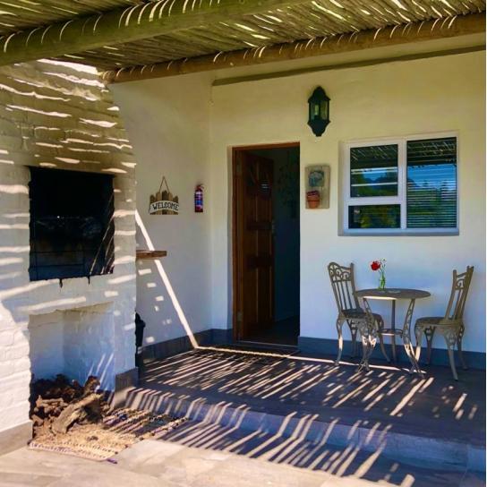 Klein Eikeboom Cottage Lillie Braai Area